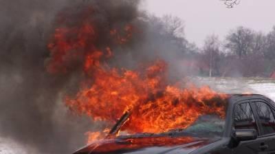 В сгоревшей иномарке на воронежской трассе погиб водитель