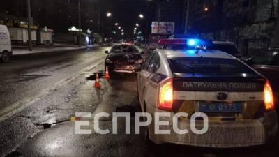 В Киеве на светофоре столкнулись автомобили, есть пострадавший
