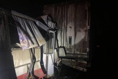 В Ростовской области автобус с пассажирами врезался в фуру: есть пострадавшие