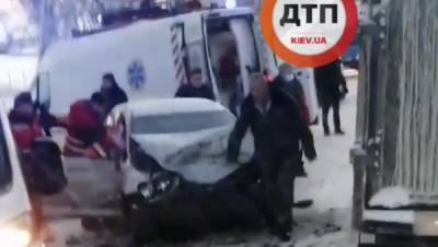 В Переяславе лоб в лоб крайне жестко столкнулись машины, есть пострадавшие: видео
