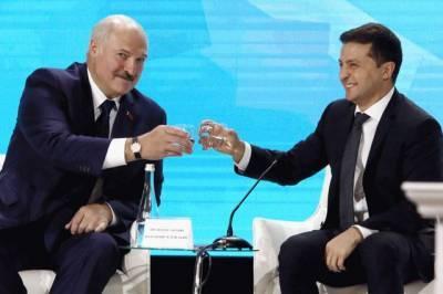 Лукашенко заявил, что по-назарбаевски с Зеленским здороваться не станет