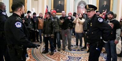 ФБР выясняет, не планировали ли участники штурма Капитолия взять в заложники или убить конгрессменов — WP
