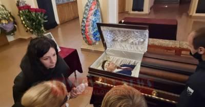 На похоронах нардепа Полякова произошел конфликт между его сожительницей Скороход и женой