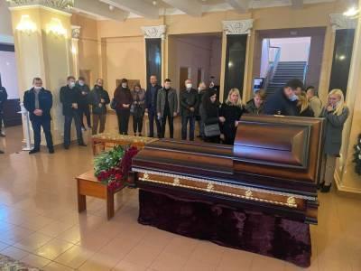 В Чернигове хоронят нардепа Полякова, на церемонии произошел скандал