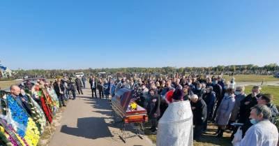 Хоронить Антона Полякова на кладбище из депутатов приехала только Анна Скороход