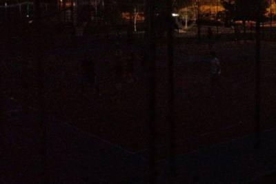 В Ярославле поставили детскую площадку, но забыли про освещение