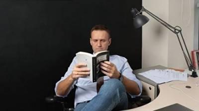 Навального сняли с учета как склонного к побегу, но поставили на учет как террориста