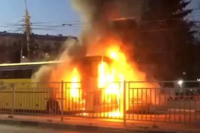 В Ярославле сгорел туристический автобус