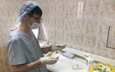 Обязательную вакцинацию для работников сферы услуг ввели в одном из регионов России