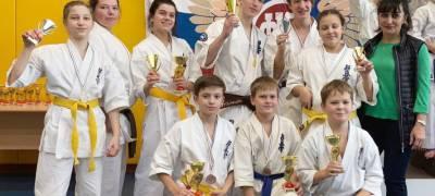 Юные каратисты из Петрозаводска выиграли несколько медалей на всероссийских соревнованиях