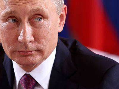 Путин поручил в течение месяца разработать дополнительные меры поддержки россиян