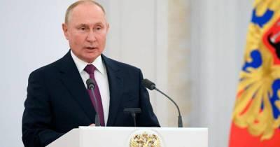 """Путин поручил принять """"триллионные"""" меры по борьбе с бедностью"""
