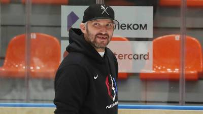 Спортдайджест: Овечкин хочет завершить карьеру в «Динамо», тренера уволили за приказ проиграть матч, в США прошел турнир по перетаскиванию жен