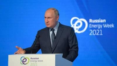 «Мог заразиться»: Путин ответил на вопрос о страхе заболеть COVID-19
