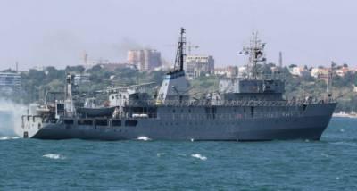 Украинский военный корабль терпит бедствие в Черном море, ведется спасательная операция