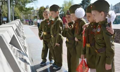 Мэрия Москвы закупает для учащихся школ солдатскую форму времен ВОВ