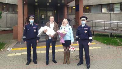 Малыш появился на свет: сотрудники ГИБДД Москвы доставили роженицу в больницу