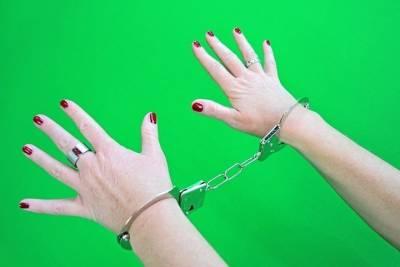 Жительница Бурятии похитила из сапога односельчанина 10 тысяч рублей
