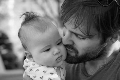 Семейный психолог описала образ идеального отца-одиночки