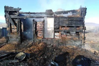 При разборе завалов в сгоревшем доме в Бурятии обнаружили тело