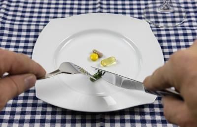 Мясников рассказал об опасности приема синтетических витамин