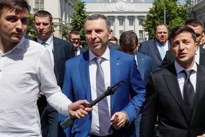 Советник Зеленского после покушения начал ездить на специальном автомобиле