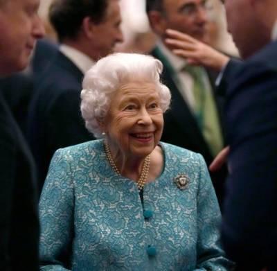 Елизавета II оказалась в больнице