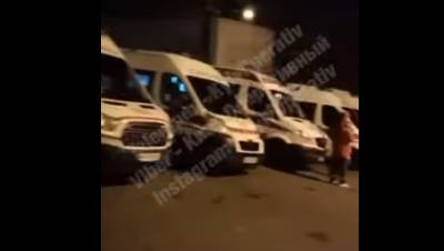 В Киеве снова очередь из «скорых» возле COVID-больницы (ВИДЕО)