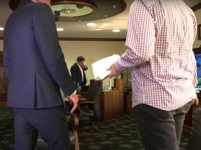 """Нападение на съемочную группу """"Схем"""": Медиарух требует немедленного увольнения главы правления """"Укрэксимбанка"""" Мецгера"""
