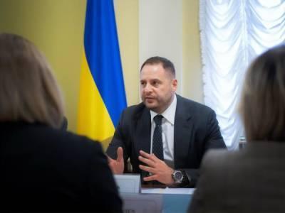 Разумков о Ермаке: Вторым лицом в Украине является глава Офиса президента. Не считаю, что это правильно