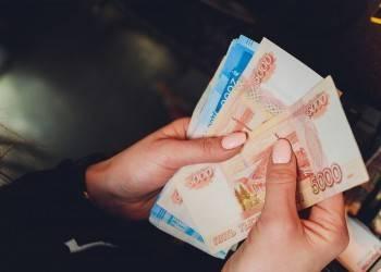 Больше половины россиян не забирают у государства свои деньги. В чем дело?