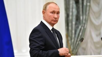 Путин поручил создать программу по всеобщему обучению детей плаванию