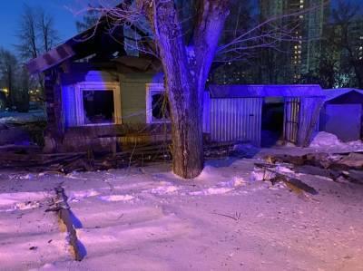 В Екатеринбурге во время пожара в частном доме погибли два человека