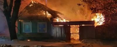 В Екатеринбурге при пожаре в частном доме погибли два человека