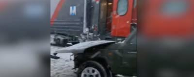 На Сахалине под поезд попал внедорожник