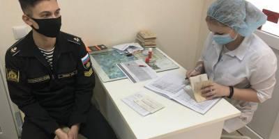 Несколько тысяч. Российских военных вакцинируют от COVID-19 для участия в параде в Крыму