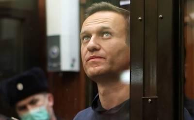 Политик Алексей Навальный сообщил в своем аккаунте в Instagram, что его поставили на учет как склонного к побегу