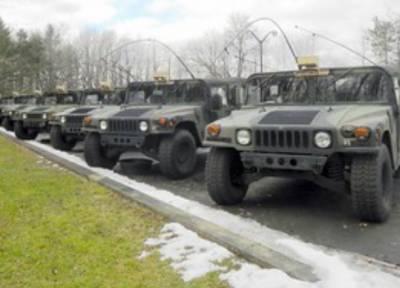 Американские морпехи на Humvee провели военные учения в Арктике близ российских границ