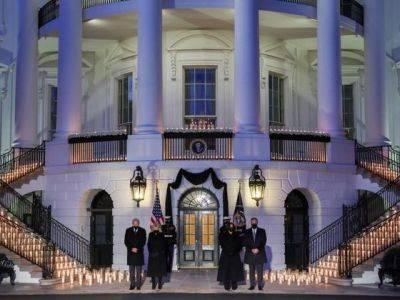 Байден объявил в США пятидневный траур по погибшим от COVID-19