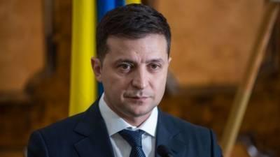 Зеленский требовал принять закон с его поправками, угрожая роспуском Рады