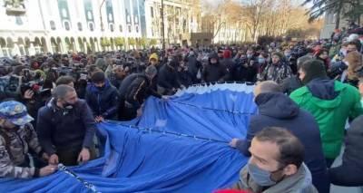 Оппозиция провела митинг в Тбилиси после ареста Ники Мелия - видео