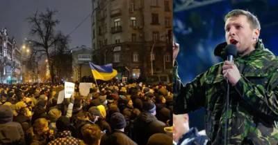 Экс-нардеп Парасюк на акции в поддержку Стерненко отобрал у спецназовца шлем (ВИДЕО)