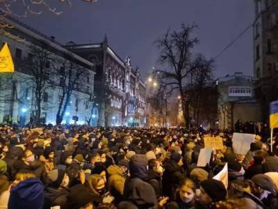 Столкновения в центре Киева: Нацисты штурмуют офис Зеленского