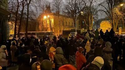 В уличных столкновениях в Киеве пострадали 27 силовиков