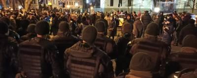 17 человек задержали в ходе столкновений националистов с силовиками у офиса Зеленского