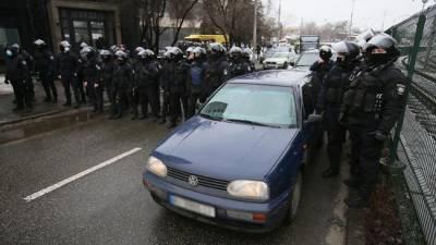 В митинге радикалов у офиса Зеленского приняли участие 2 тысячи человек