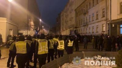 В ходе столкновений под ОП задержаны 24 человека, пострадали 27 полицейских