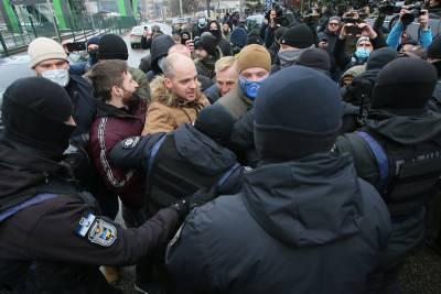 Порошенко обвинил Зеленского в преследовании патриотов и ветеранов