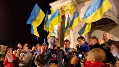 Украинская учительница стоя на парте рассказала школьникам о Майдане