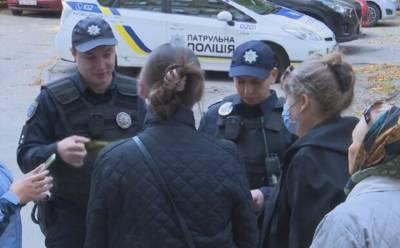 Пожилую женщину в бордовой шапке ищут по всей Одессе, родные не теряют надежды: что известно о старушке